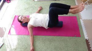 ストレッチポールで体幹を鍛えることもできます。